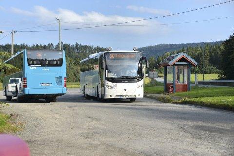 SKOLEBUSS: Trønderbilene har all kollektivtransport i Steinkjer kommune. De står på listen over bedrifter som kan bli tatt ut i streik