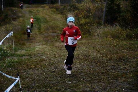 ARTIG: Ella Barkhald Haugdal løp som en vind gjennom den én kilometer lange løypa på Vålen i Ogndal.