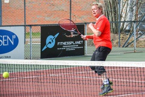 GLAD I TENNIS: Mye av livet til Tore Skognes dreier seg om tennis.