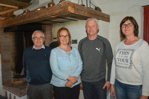 BYGDEHISTORIE: Nesbygda historielag hadde årsmøte på søndag. Vidar Olsen er leder, Hanne A. Tandberg, Svein Johnsrud og Marianne Støa