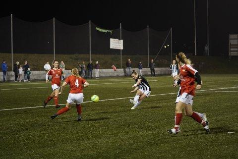 Hege Prøis satte inn 2-3-målet til Svelvik.