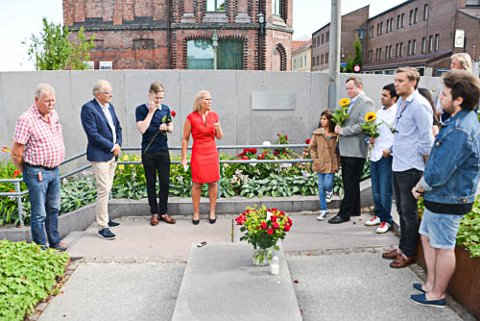 MINNES OFRENE: Onsdag var det en minnemarkering i Rådhustrappa for de 77 ofrene for terrorangrepet 22. juli.
