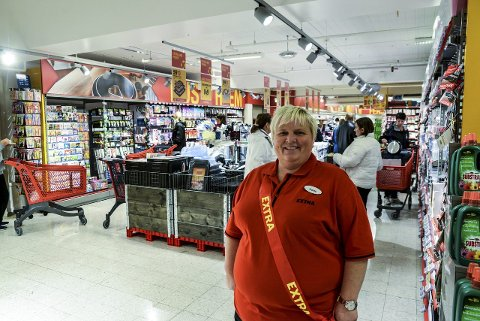 FORNØYD: Butikksjef Yvonne Støyl Nilsen er fornøyd. FOTO: NILS JUL LANDE