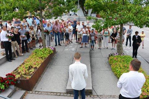 Rundt 60 personer møtte opp til minnemarkeringen for 22. juli.