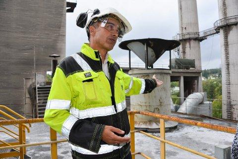 FRA SEMENT TIL SOL: Fabrikksjef David Verdú ved Norcem skal nå bli fabrikksjef ved Elkem Solar.