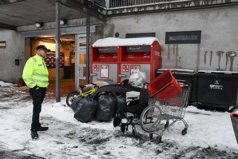 Andre Weirud er lei av at fok bruker Idrettsparken som avfallsplass. Foto: Trond Kaasa