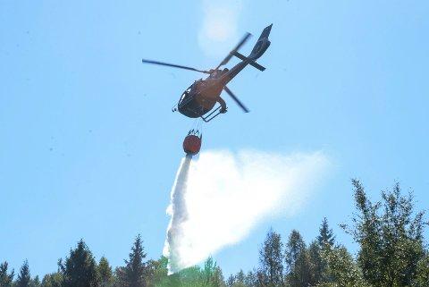 Effektivt: Brannhelikoptert var svært effektivt.