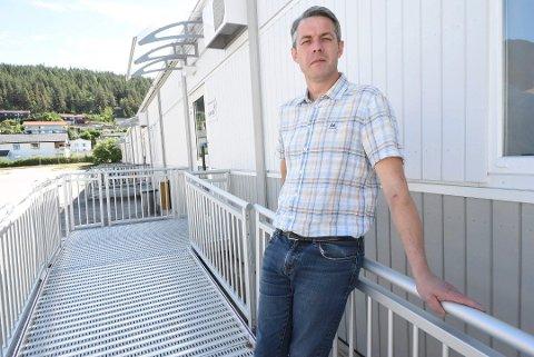 INGEN PLANER: Konstituert rådmann, Jan-Erik Søhol, sier Notodden kommune ikke har noen planer om å gjøre inngangen til egen kommunestyresal universiell utformet.