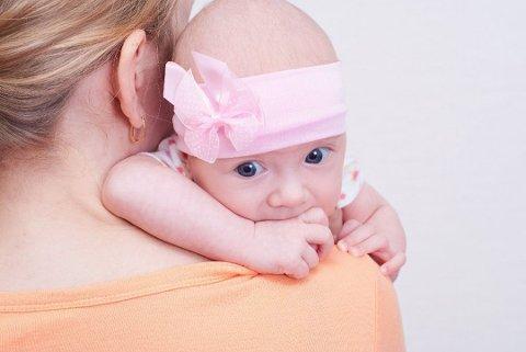 IKKE SÅ VANLIG: Mødre og fedre i dag ønsker litt mer spesielle navn på barna sine enn navnene som troner topplister. Foto: Colourbox