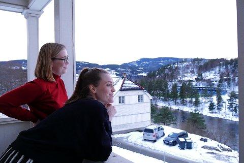 FINNER RO: Amalie og Kristine har funnet drømmehuset i starten avKanalveien. Begge har kreative yrker hvor ro og inspirasjon er viktig. I deres drømmehjem får de begge deler.