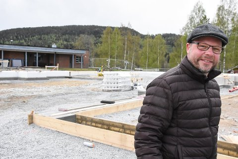 FORNØYD: Ordfører Bengt Halvard Odden er glad man valgte å bygge nytt omsorgssenter - og ikke renovere det gamle aldershjemmet. Foto: Trond Kaasa