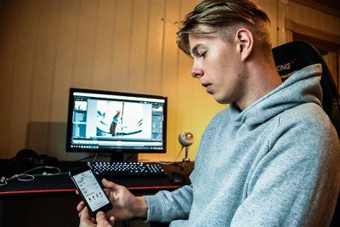 INNTEKT: Jonas Markussen Eide har blitt oppdaget både nasjonalt og internasjonalt på Snapchat. Nå drømmer han om å leve av sosiale medier. Foto: Trond Kaasa