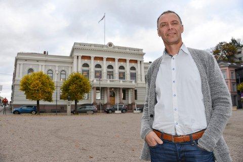 OM E18: Skiens varaordfører, Erik Næs (KrF), mener at Porsgrunn kan takke seg selv, hvis det blir en forsinkelse av ny E18 gjennom Porsgrunn.