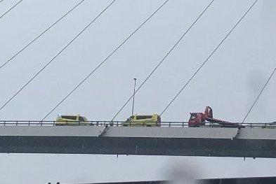 ULYKKE: Det var på denne broen en 18 år gammel sjåfør kjørte inn i en annen bil bakfra.
