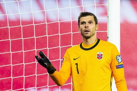 Norges Rune Almenning Jarstein under semifinalen i EM-omspillet fotball Norge og Serbia på Ullevaal stadion. Foto: Fredrik Varfjell / NTB