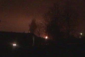 FAKLING: Det ble faklet både på Rafnes og Herøya i natt etter et strømavbrudd ved anlegget på Rafnes. Foto: TA-tipser