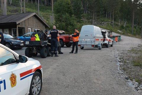 HENTET MANN PÅ FJELLHYLLE: Mannen er nå hentet av luftambulansen. Foto: Telemark Røde Kors