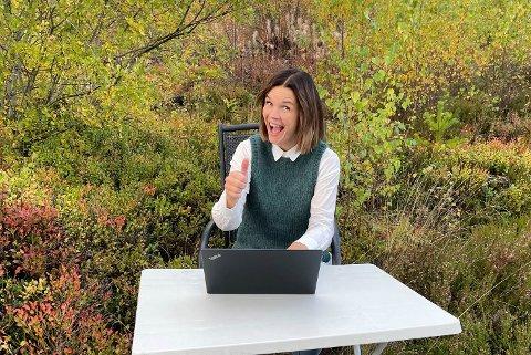 UTEKONTOR: Ordfører i Midt-Telemark tar med seg kontoret ut i kommunen én gang i måneden.