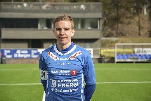 MØTER GAMLELAGET: NFKs Henrik Gustavsen begynte sin fotballkarriere i Halsen Idrettsforening i Larvik. Nå møter han og laget Halsen i første NM-runde. Sist de møttes måtte det to ekstraomganger og ytterligere overtid til før kampen ble avgjort.