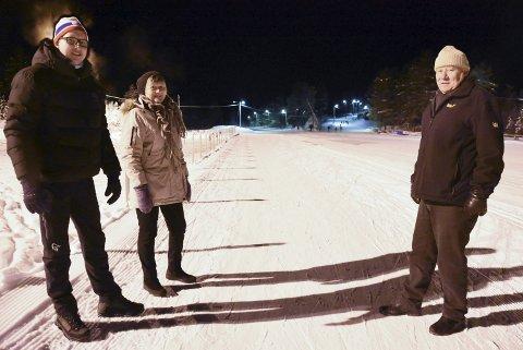 INVITERER: Ole Christian Golid, sportslig leder Heddal IL, Ellen Solberg Eliassen i Frivilligsentralen og Gunnar Esnali i Utlånssentralen håper mange benytter det nye tilbudet.