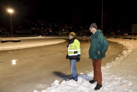 Løpere: Knut Odden og Harald Sandvik speider etter potensielle løpere til lørdagens kretsmesterskap.