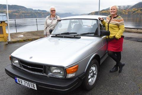 MORO PÅ BILLØP: Sølvi Fjeldberg og Gro Anita Bakken deltok i det aller første Verdensarvbilløpet med denne Saab-en fra 1985. De er klare igjen i juni neste år.