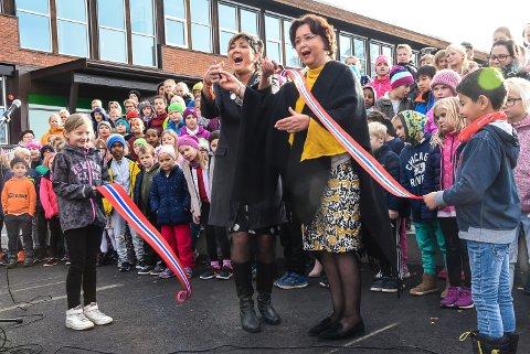 Åpning av nye Sætre skole - barneskole. oktober 2018. Ordfører Gry Fuglestveit og Rektor Nina Ødegaard Flaaten