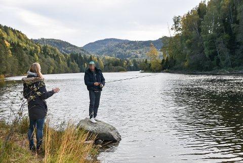 Denne personen visste ikke om fredningsbestemmelsene og forlot elva da Per Arne Rugaas om lovverket.