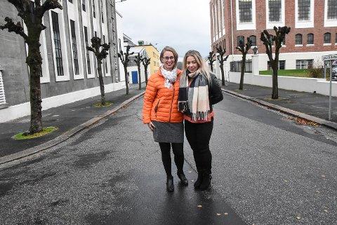 STORT FRAMMØTE: Bente Kongsgård og Sarah Lamø hos Jobzone mottok 90 CVer fra jobbsøkere i Notodden under den åpne dagen på Nav.