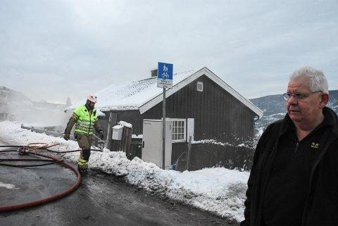 Tor Furuvald så det røyk fra huset.