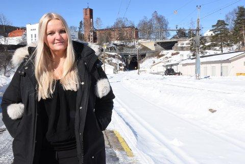 Åslaug Sem-Jacobsen kjemper for Tinnosbanen på Stortinget