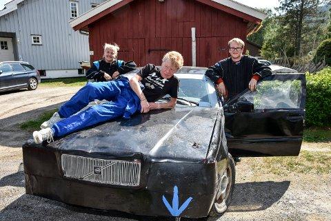 Karin Linnerud sammen med Ellen Marie Helleberg Drøbak og Odd Sverre Linnerud.