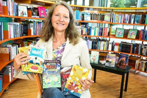VELKOMMEN: Kari Margareta Wærp ved Notodden bibliotek håper mange vil møte forfatteren av disse morsomme bøkene.