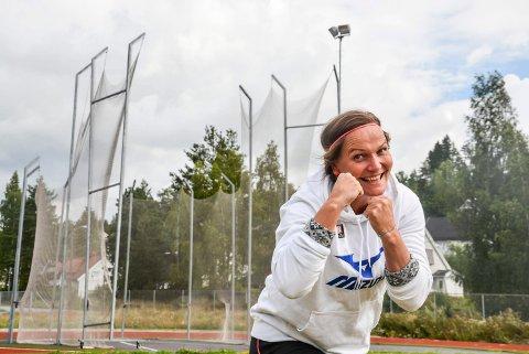 Etholm har holdt på med diskos aktivt i 30 år, og snakker om at dette muligens er hennes siste sesong. Nå vil hun kjempe hardt for å nå målet om å ta gullmedaljen i NM.