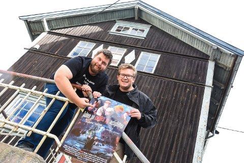 KLARE IGJEN: Det er 10 år siden Tor Olav Aase Kåsa og Ruben Kvålseth inviterte til De er imitert for første gang. Nå er de klare med årets revy som har fått tittelen «Jakten på makten og ærligheten; Råd-manda´ mårra blues».