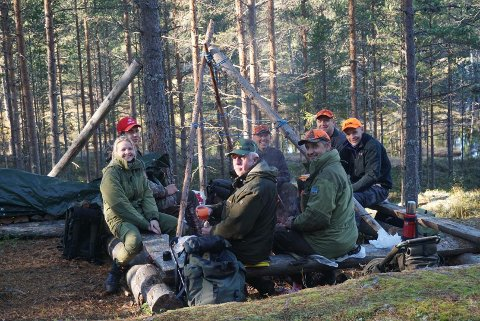JEGERSAMLING: Nedre Haave jaktlag ser fram til høstens jaktsesong i Lisleheradmarka.