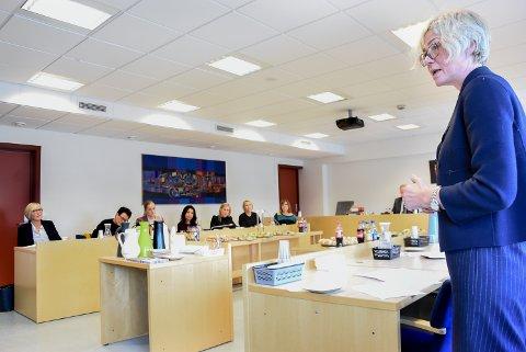 KRITISK: Sorenskriver ved Kongsberg og Eiker tingrett, Liv Synnøve Taraldsrud, la klart frem for Justiskomiteen hva som etter hennes mening er ulempene ved å legge ned så mange domstoler som nylig ble foreslått.