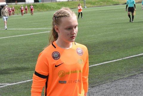 NOK EN GOD KAMP: Sunniva Skoglund ble kåret til banens beste spiller, av en uoffisiell jury. Snøgg-keeperen hadde flere gode redninger og toppet det hele med en strafferedning.