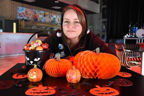 SKUMMELT MORO: Kaia Skåttet håper hun ikke blir alene om å kle seg ut på ungdomsklubbens halloween-filmfest fredag kveld.