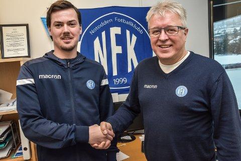 NY TRENER: Magnus Erga (23, til venstre) blir ny hovedtrener for Notodden Fotballklubb i 2020-sesongen. Daglig leder Per Arne Hansen var i gang med å tenke neste sesong allerede dagen etter at nedrykket var et faktum.