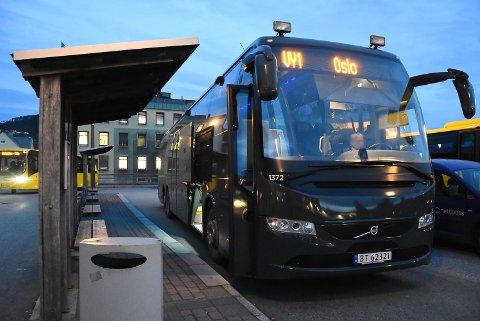 BLE STOPPET: Denne måneden kan du ikke betale med kontanter på Vys Expressbusser. Det kom som en overraskelse på en passasjer som skulle fra Notodden til Oslo i helgen. Illustrasjonsfoto