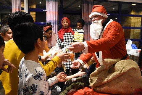 NISSEMØTE: Selvfølgelig kom nissen. Arvid Helgesen tok det ærefulle oppdraget tredje juledag.