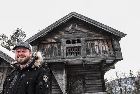 BILDERF: Museumsbestyrer ved Heddal bygdetun,  Helge Anderson vil ha flotte Notodden-bilder. De skal vises på bygdetunet i sommer.