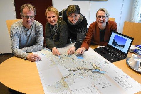 VIL MØTE DEG: Harald Sandvik, Janne Væringstad, ordfører Gry Fuglestveit og Gunhild Garberg håper på godt oppmøte når de inviterer til folkemøter om kommunearealplanen.