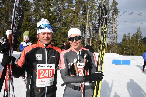 TRENER: Ragnvald Risan sammen med Stine Haugen. Sistnevnte har ansvaret for å legge opp treningen til de ansatte i firmaet.