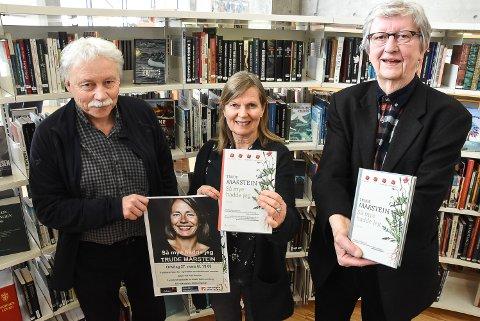 BOKBAD: Morten Halvorsen, Mari Anne Hustad og Hans Herbjørnsrud håper på fullt hus igjen på onsdagens bokbad. De er glad for å kunne presentere Trude Marstein for Notoddens litteraturinteresserte.