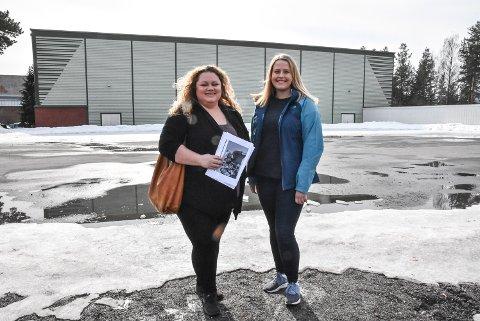 BYGGE: Tonje Brokke og Katrine Lia sier Høyre forplikter seg til å bygge ny idrettshall i den kommende fireårsperioden - hvis de kommer til makta.