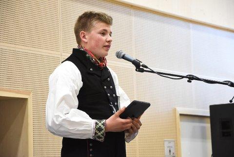 FIKK ÆREN: 10. klassingen Tobias Wåle holdt dagens tale i Sauland i år. Han fortalte blant annet hvilke verdier han synes er de viktigste i det norske samfunnet.