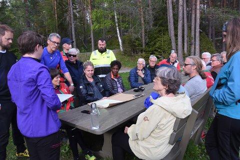 BEFARING: Tirsdag kveld ble det arrangert et spontant møte i skogen for å legge en plan for å gjøre Statens vegvesen klar over viktigheten av skogen.