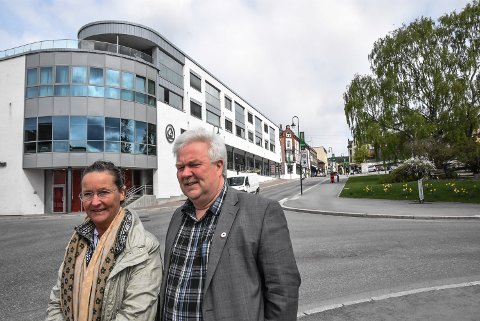JA OG NEI: Hanne Thürmer og Torgeir Bakken vil være med på å legge til rette for et levende sentrum, men mener det blir feil å blande Tinneberget Legesenter inn i den diskusjonen.
